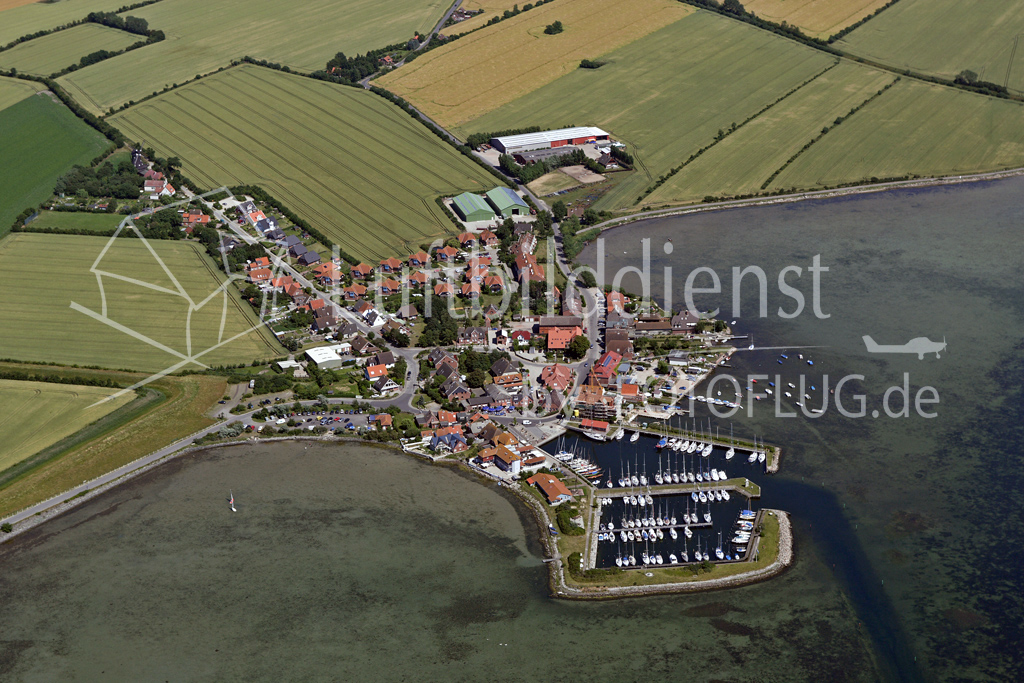 Luftbild Lemkenhafen auf Fehmarn 05_3549 12.07.2005