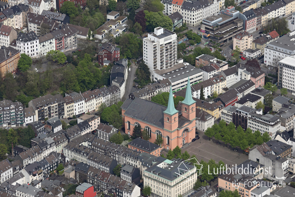 15k2_08054 02.05.2015 Luftbild Wuppertal Laurentius-Kirche