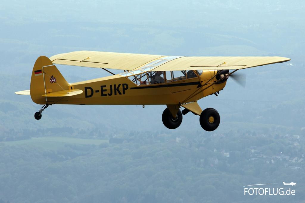 Air to Air Foto Piper J3