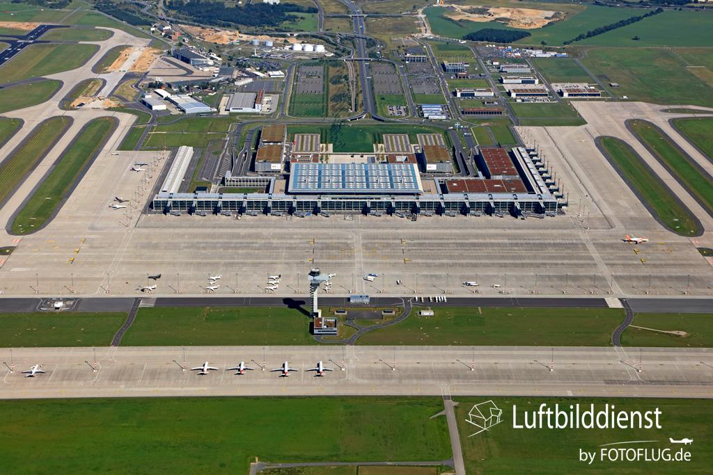 2017_09_08 Luftbild Berlin Flughafen BER 17k3_8730